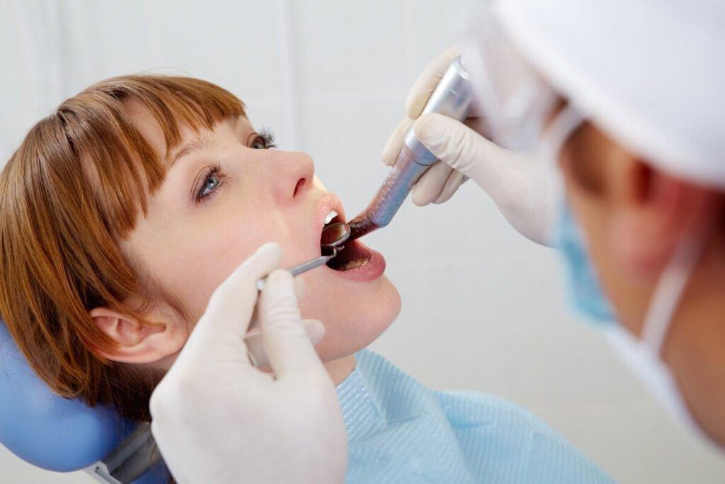 Skidanje kamenca sa zuba: prevencija na prvom mestu
